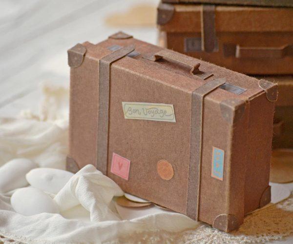 Valigia di cartone in miniatura