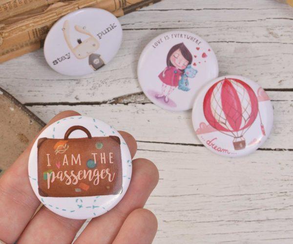 Spilla illustrata I am the passenger